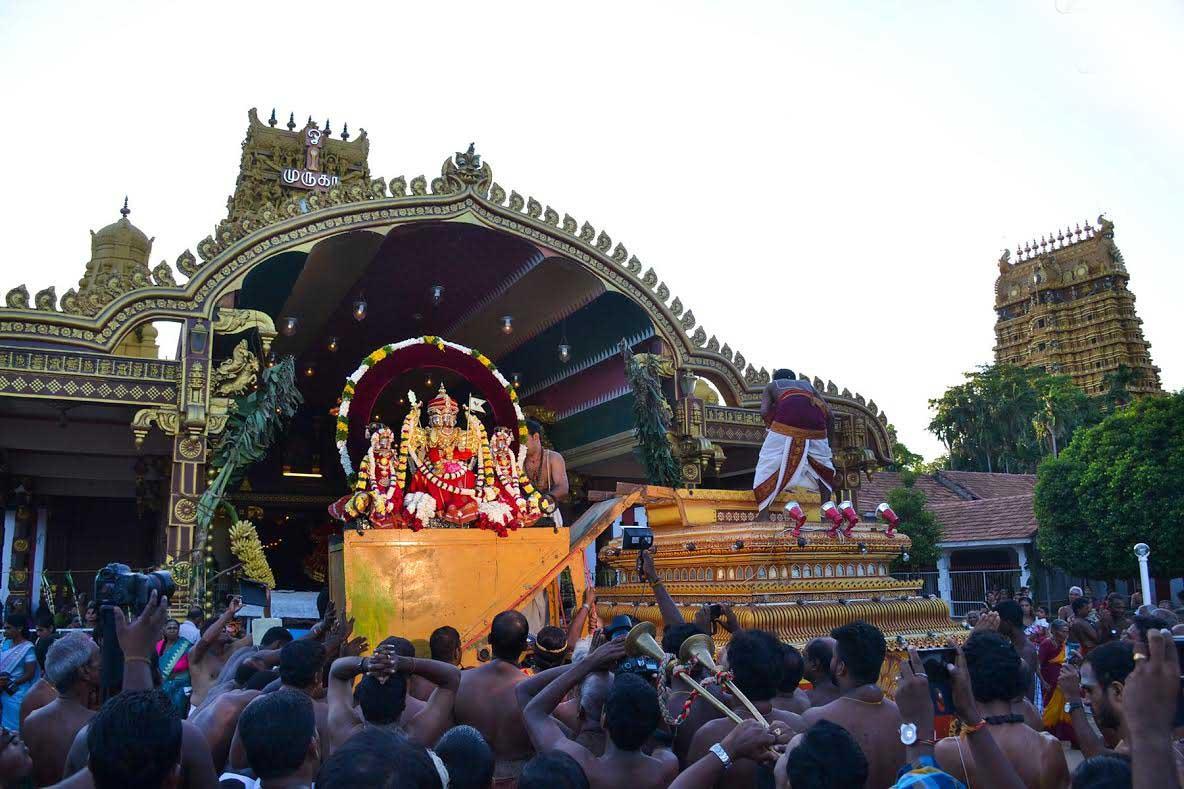 யாழ்.நல்லூர் கந்தசுவாமி ஆலய கற்பூரத் திருவிழா (2)