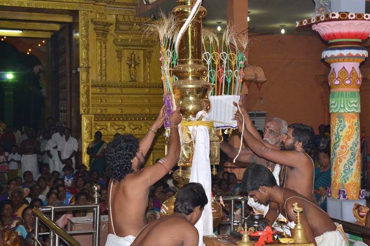 யாழ்.வண்ணை ஸ்ரீ வீரமாகாளி அம்மன் கோவில் கொடியிறக்கம் (3)