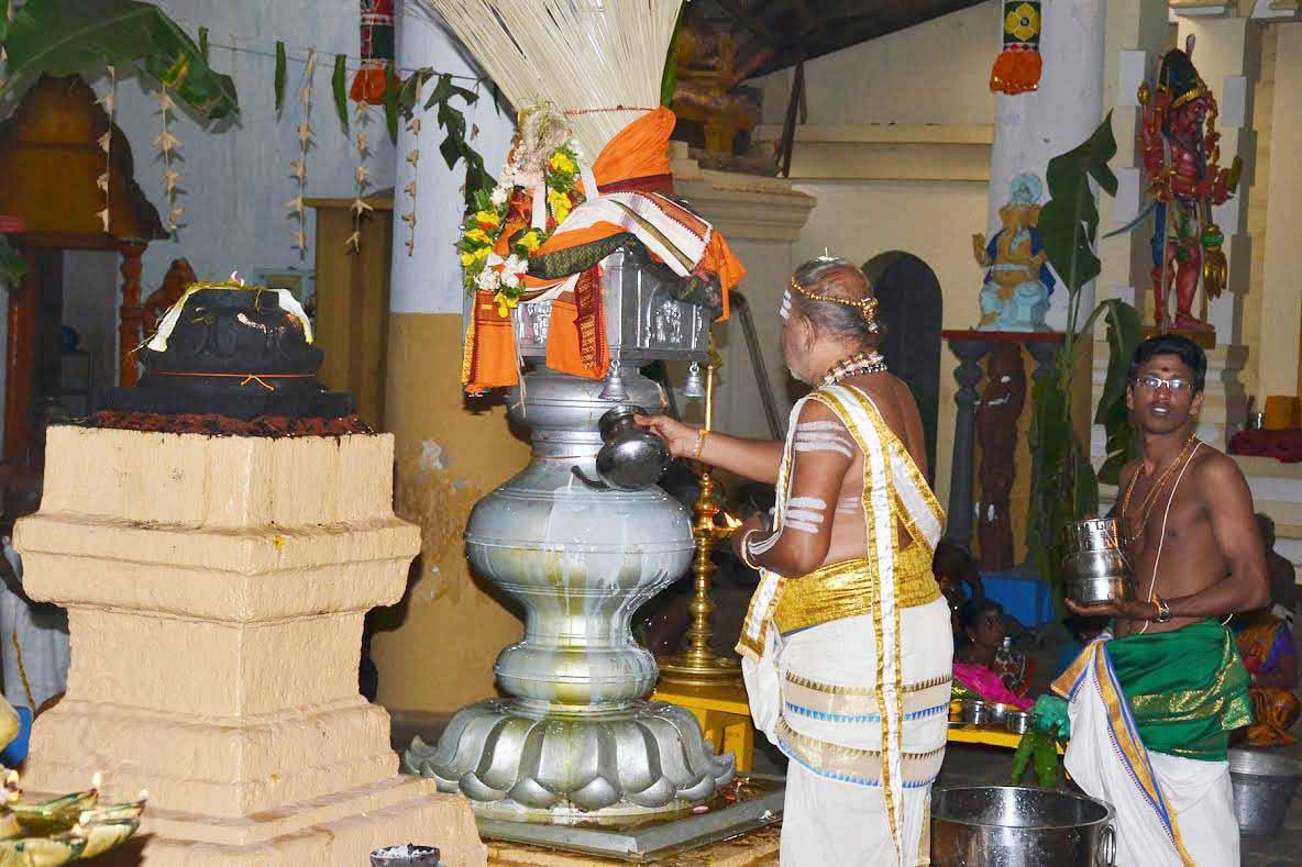 நல்லூர் கைலாசபிள்ளையார் கோவில் கொடியிறக்கம் (1)
